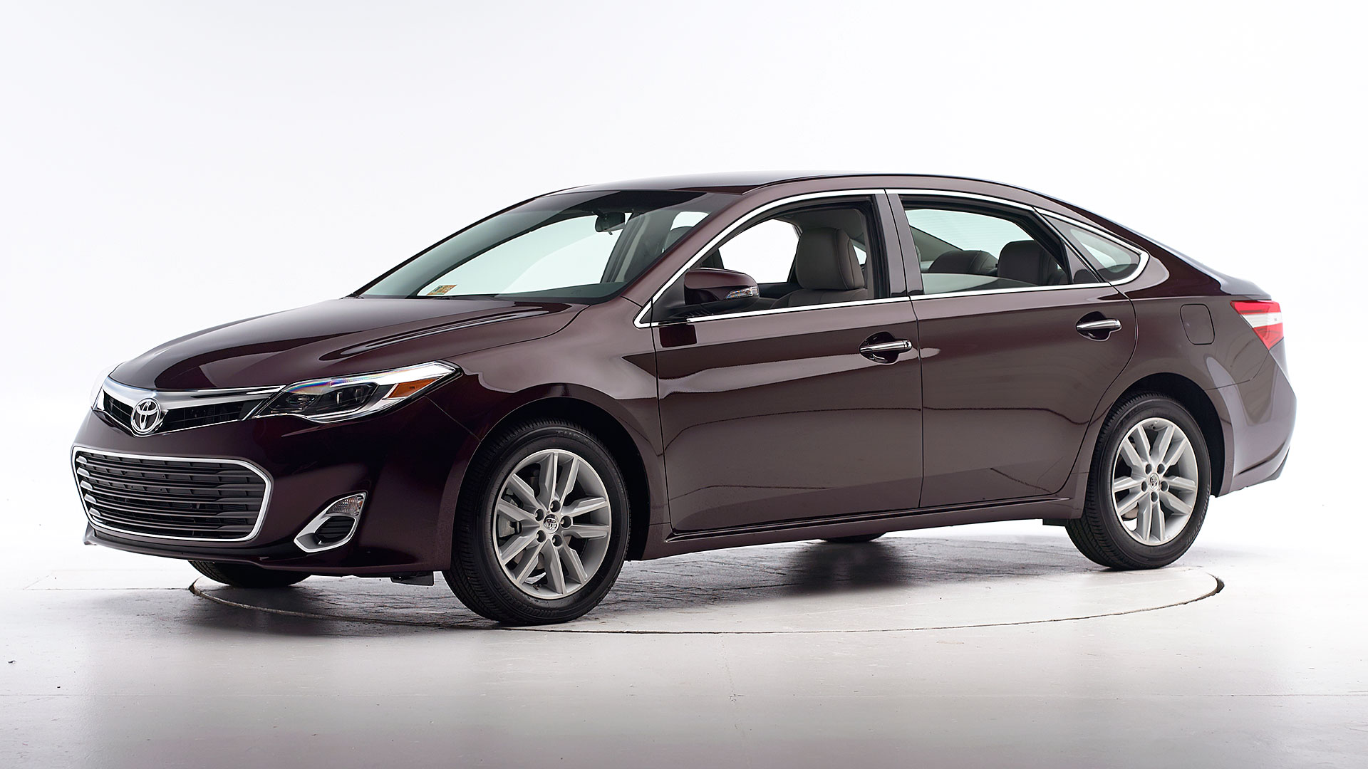 2015 Toyota Avalon 4-door sedan
