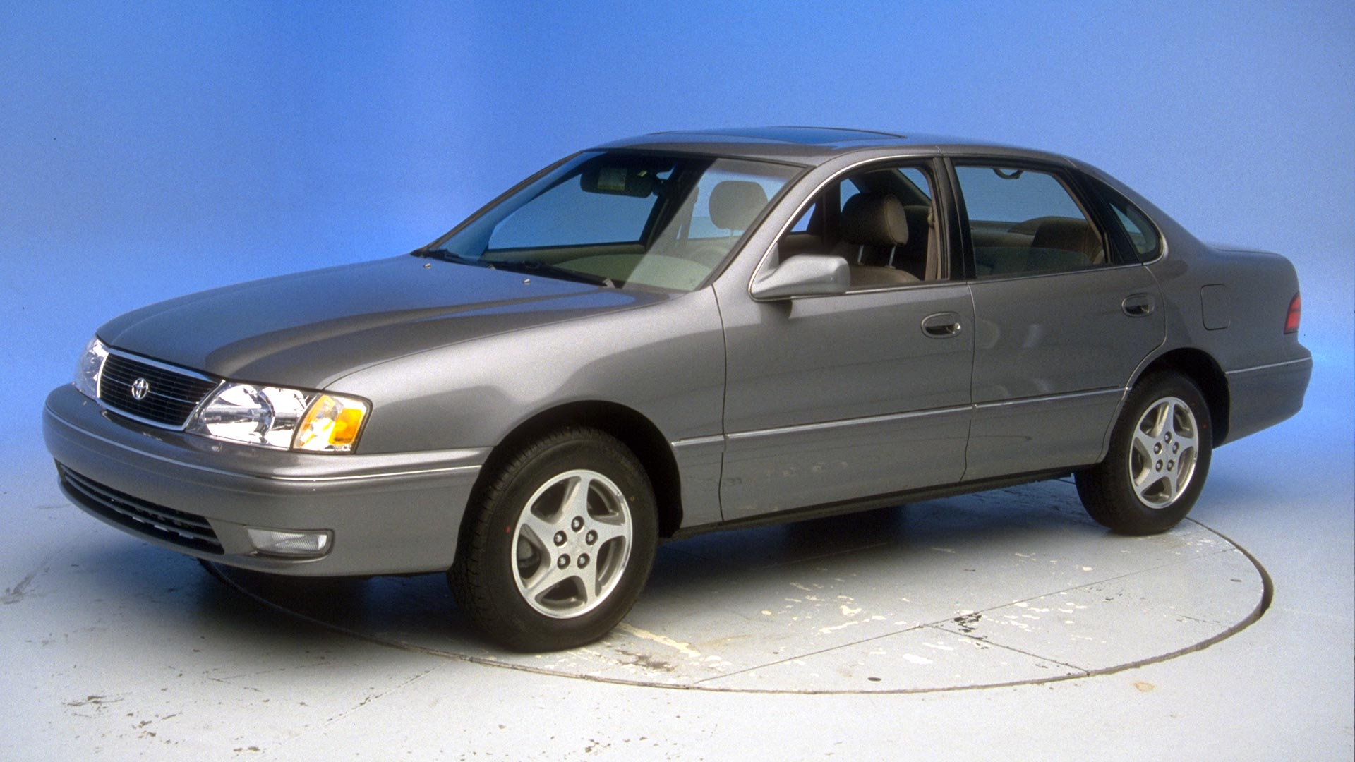 1998 Toyota Avalon 4-door sedan