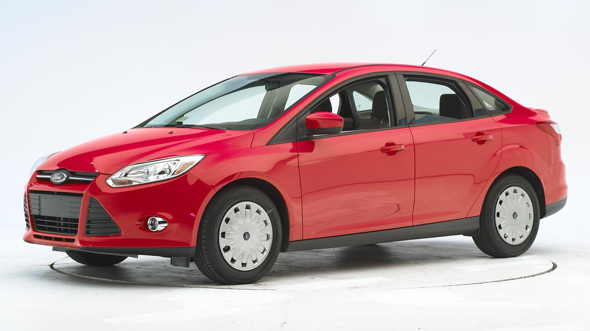 focus ford sedan door front safety crashworthiness driver side