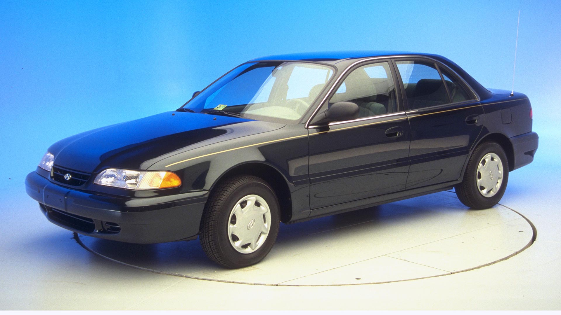 1997 Hyundai Sonata 4-door sedan