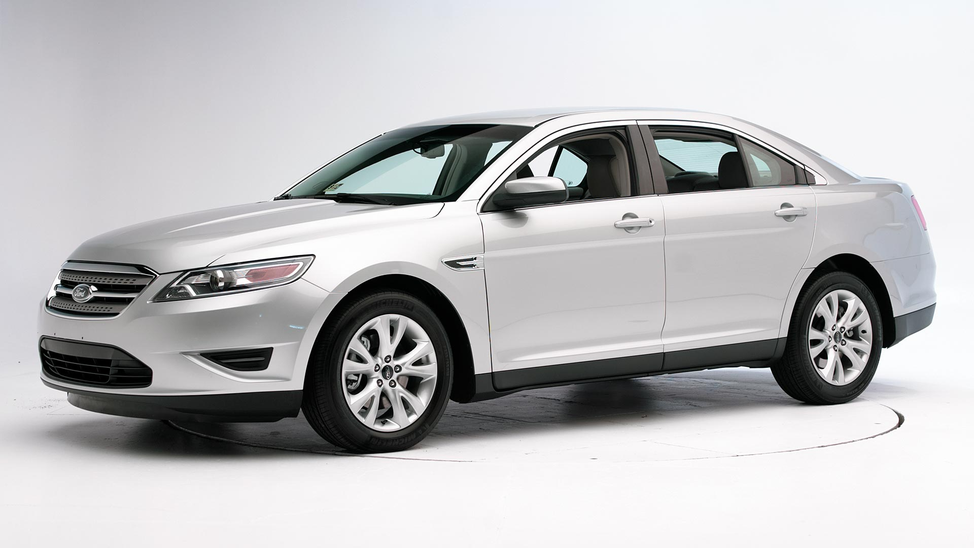 2010 Ford Taurus 4-door sedan