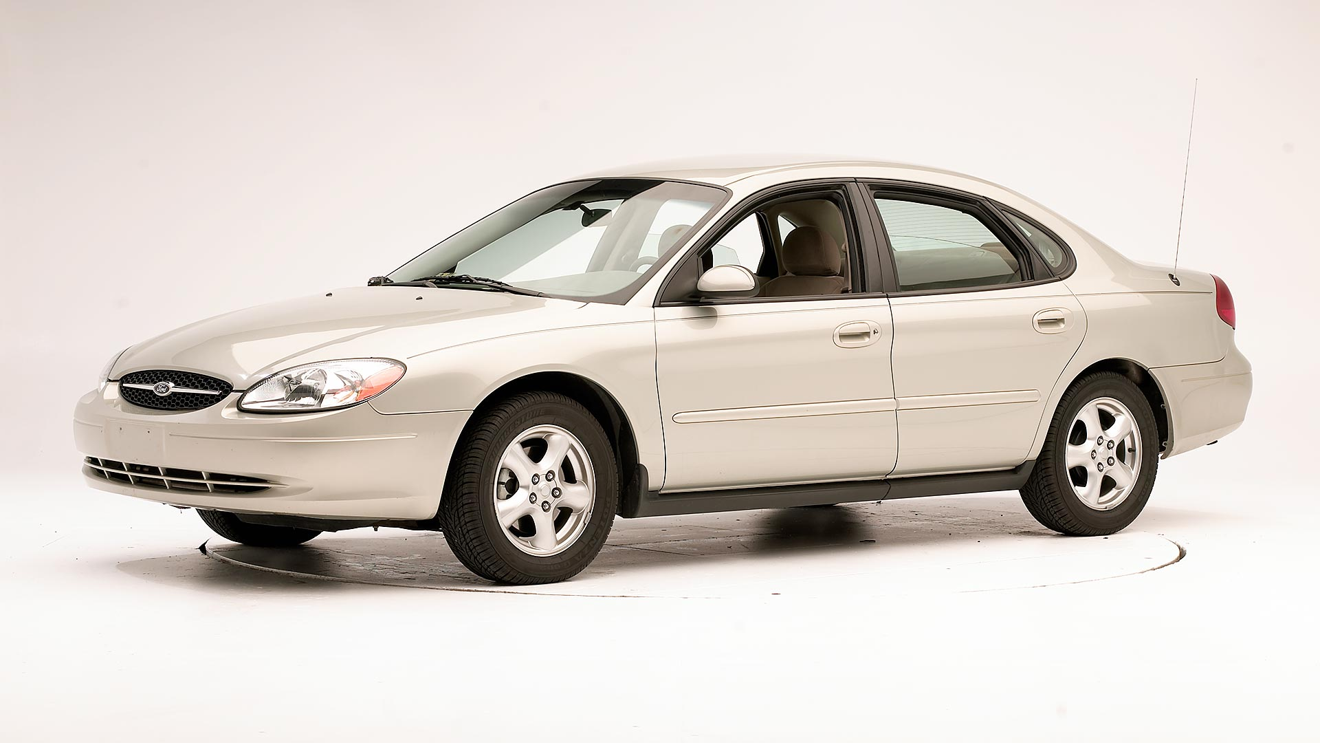 2004 Ford Taurus 4-door sedan