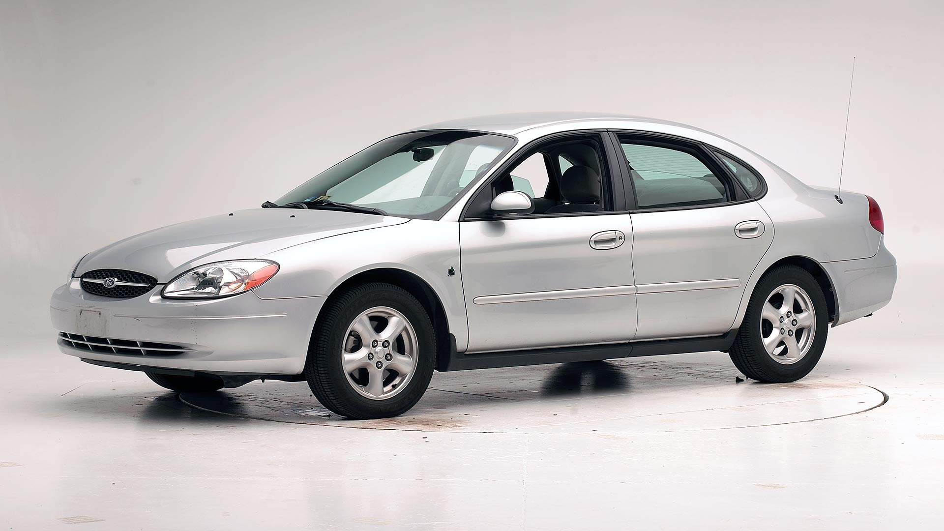 2002 Ford Taurus 4-door sedan