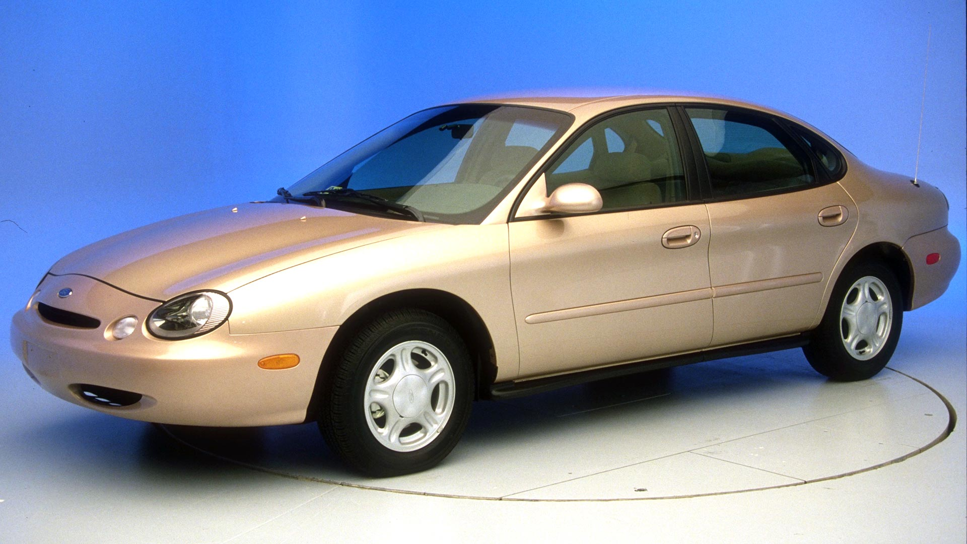 1999 Ford Taurus 4-door sedan