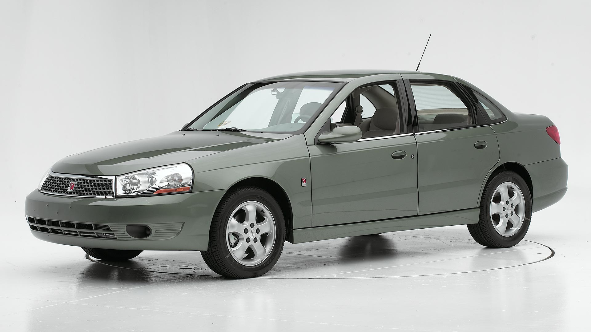 2005 Saturn L Series 4-door sedan