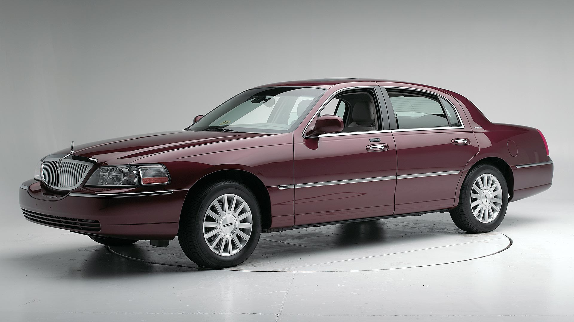 2006 Lincoln Town Car 4-door sedan