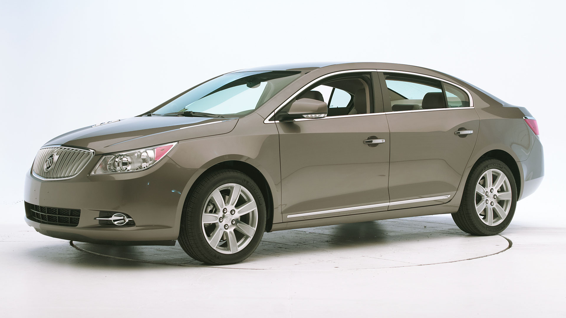 2013 Buick LaCrosse 4-door sedan