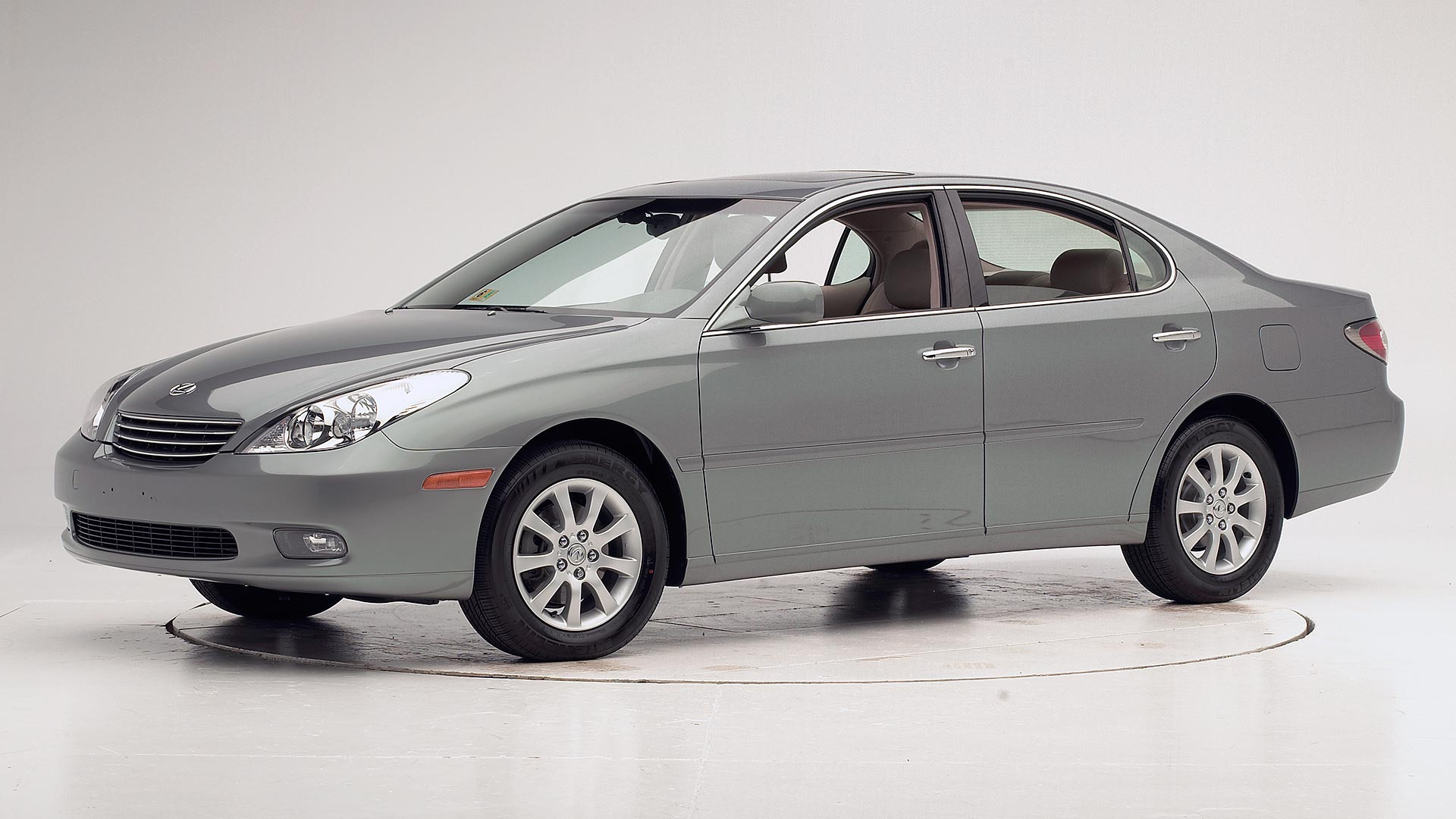 2004 Lexus ES 330 4-door sedan