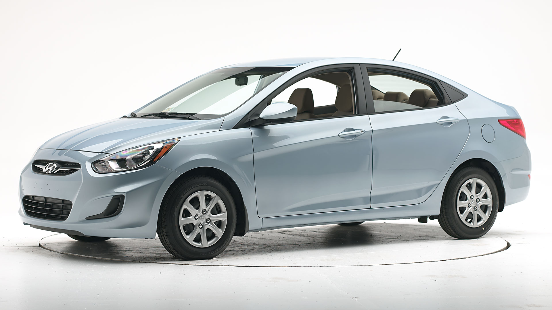 2013 Hyundai Accent 4-door sedan