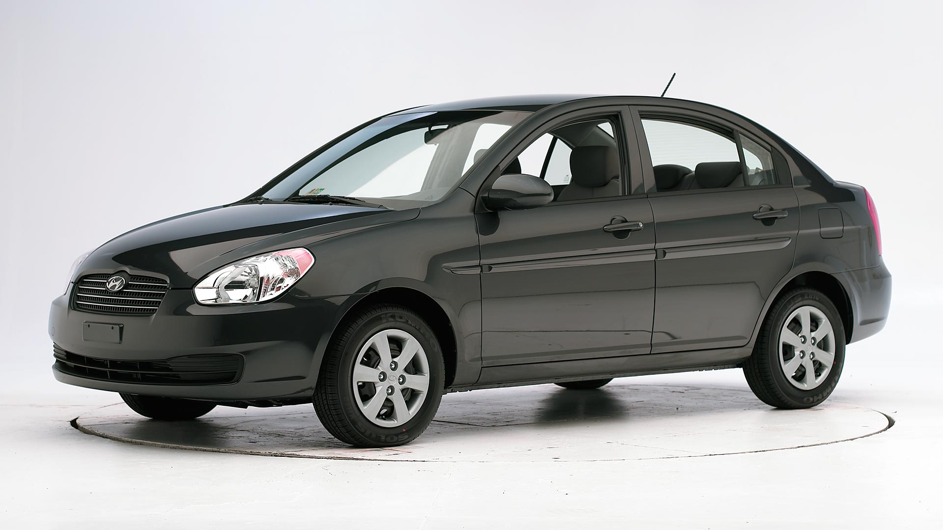 2009 Hyundai Accent 4-door sedan