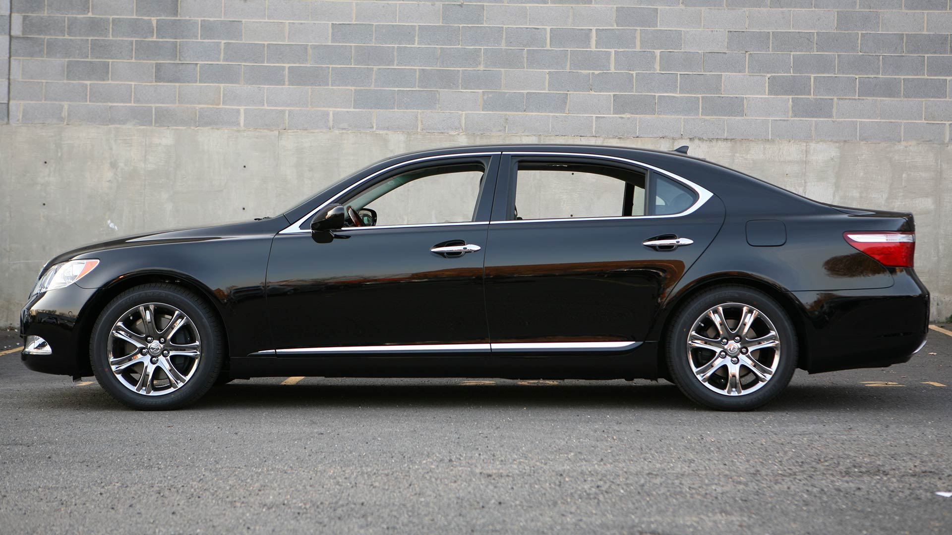 2011 Lexus LS 4-door sedan