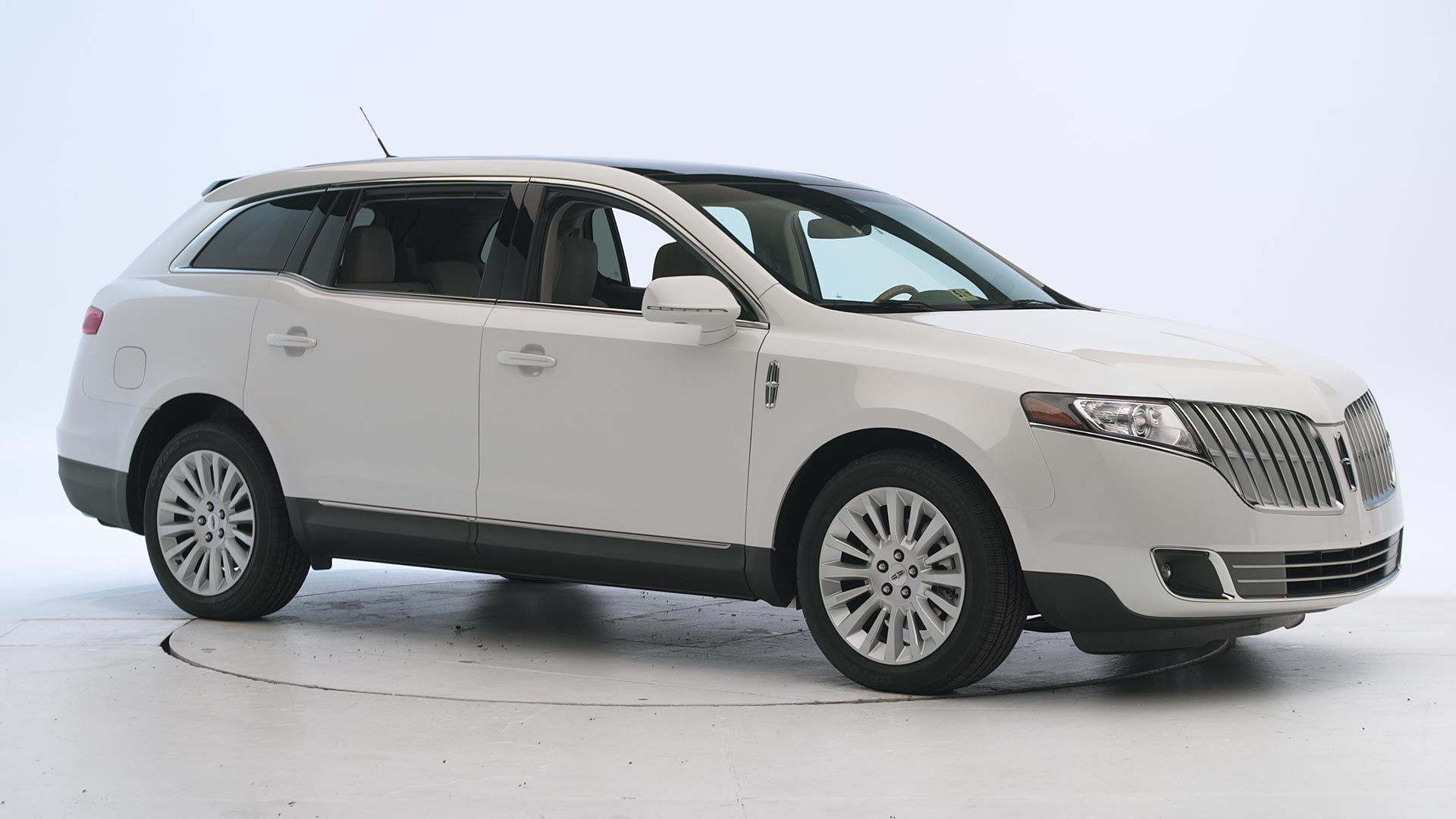 2010 Lincoln MKT 4-door SUV