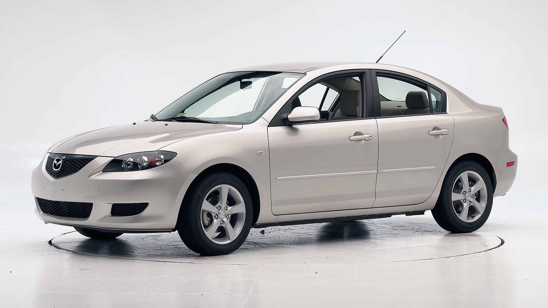 Kelebihan Mazda 2005 Perbandingan Harga