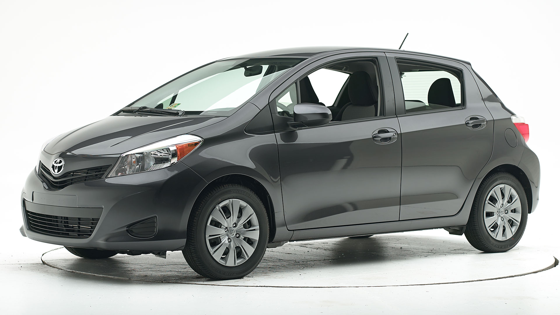 2019 Toyota Yaris 4-door hatchback