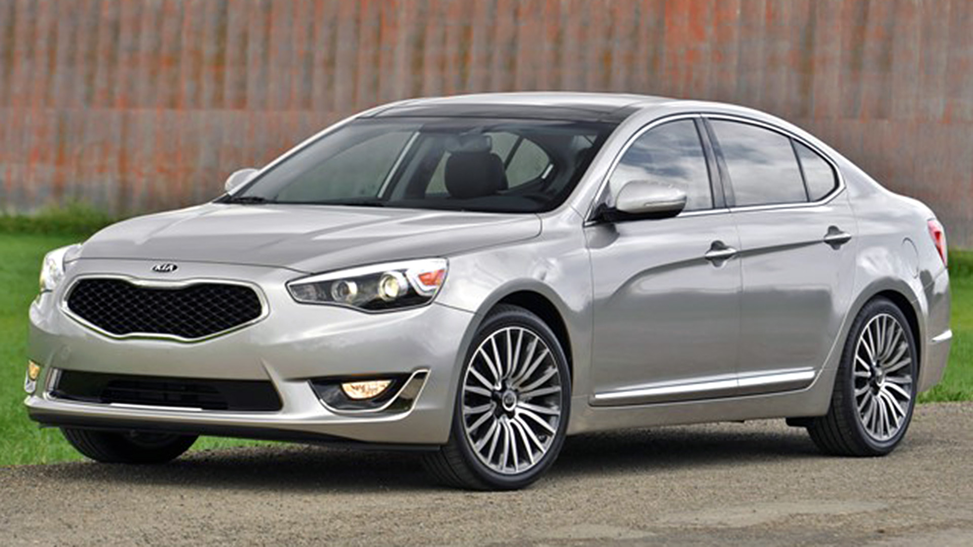 2016 Kia Cadenza 4-door sedan