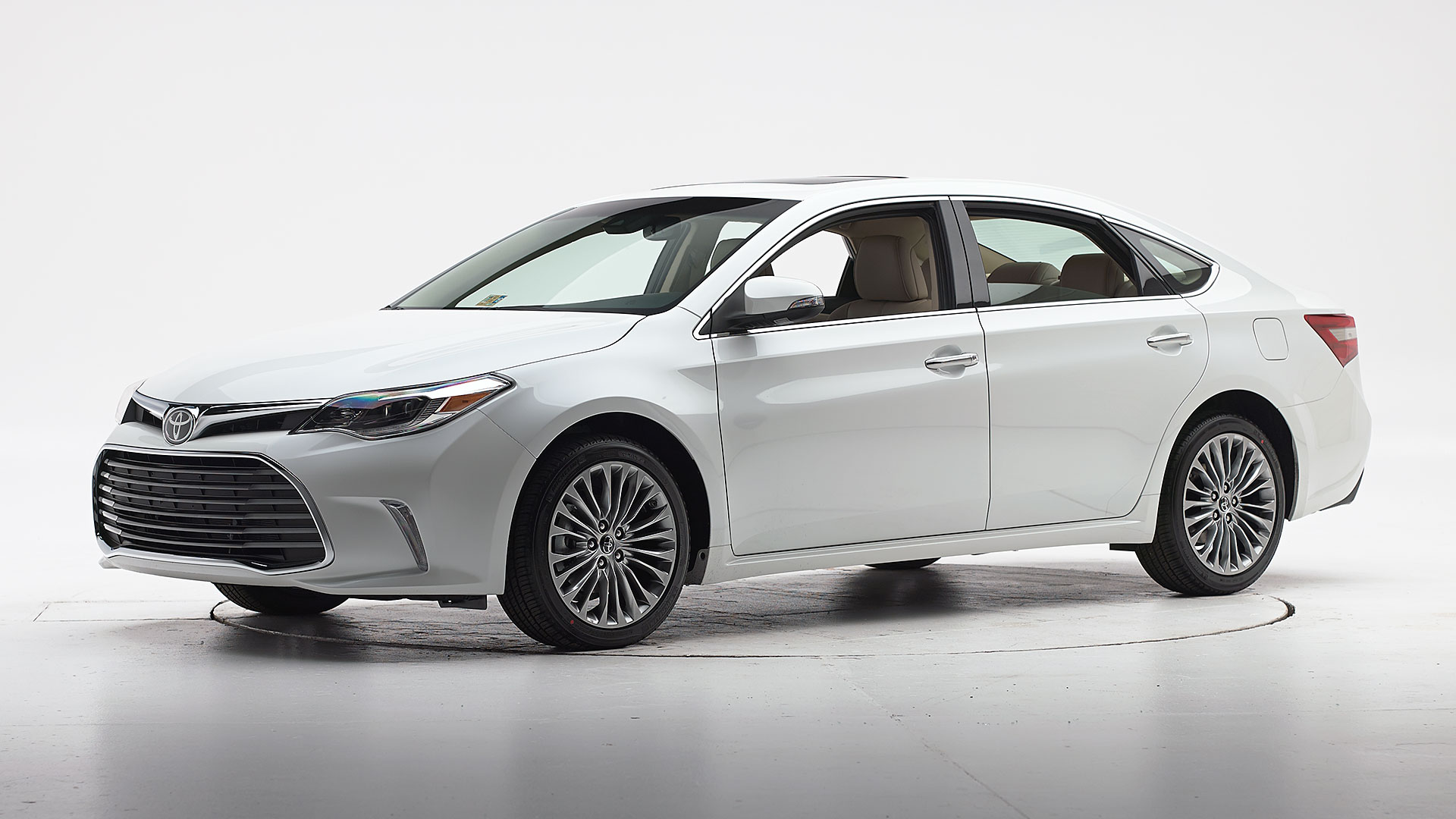 2018 Toyota Avalon 4-door sedan