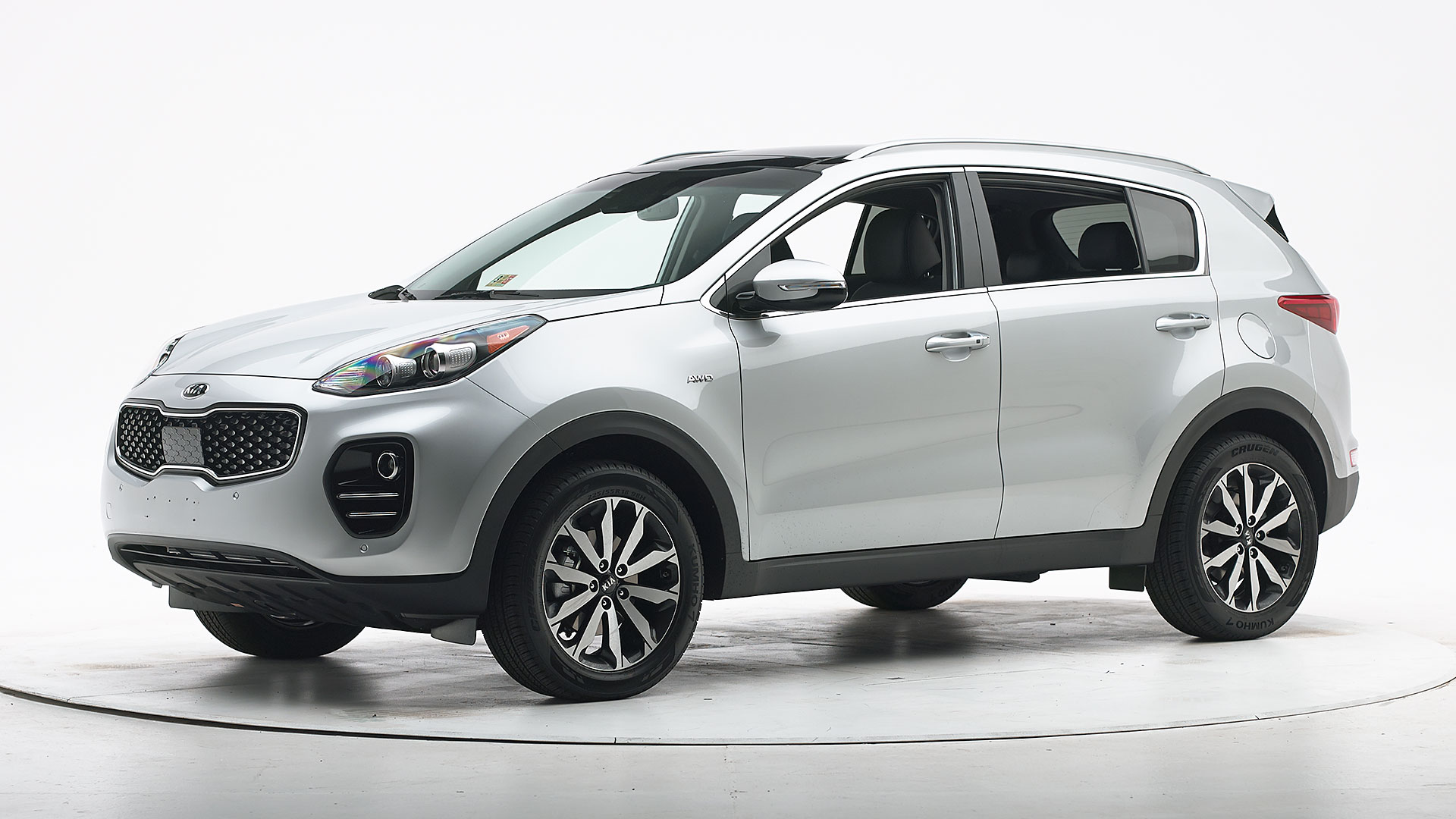 kia sportage safety rating suv door pick its crashworthiness iihs earns proves award crash test autoevolution colors