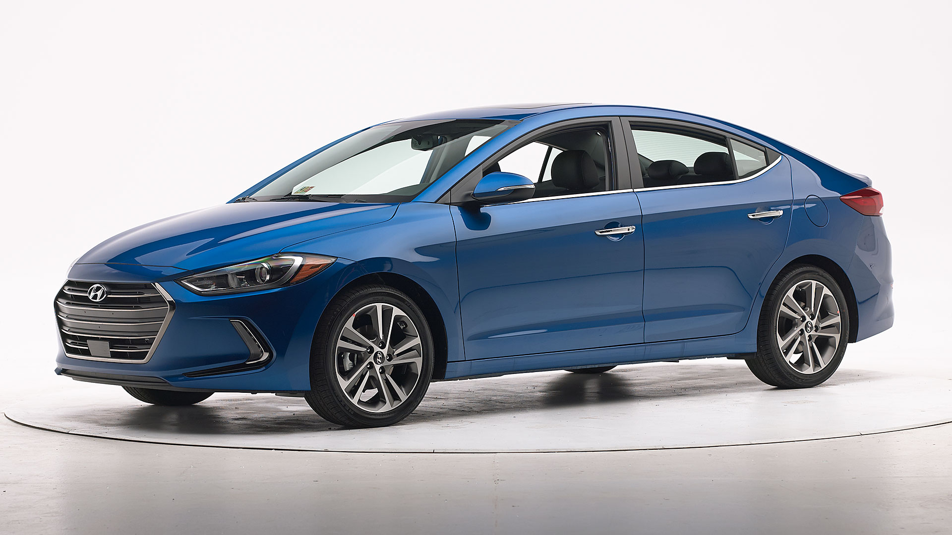 2017 Hyundai Elantra 4-door sedan