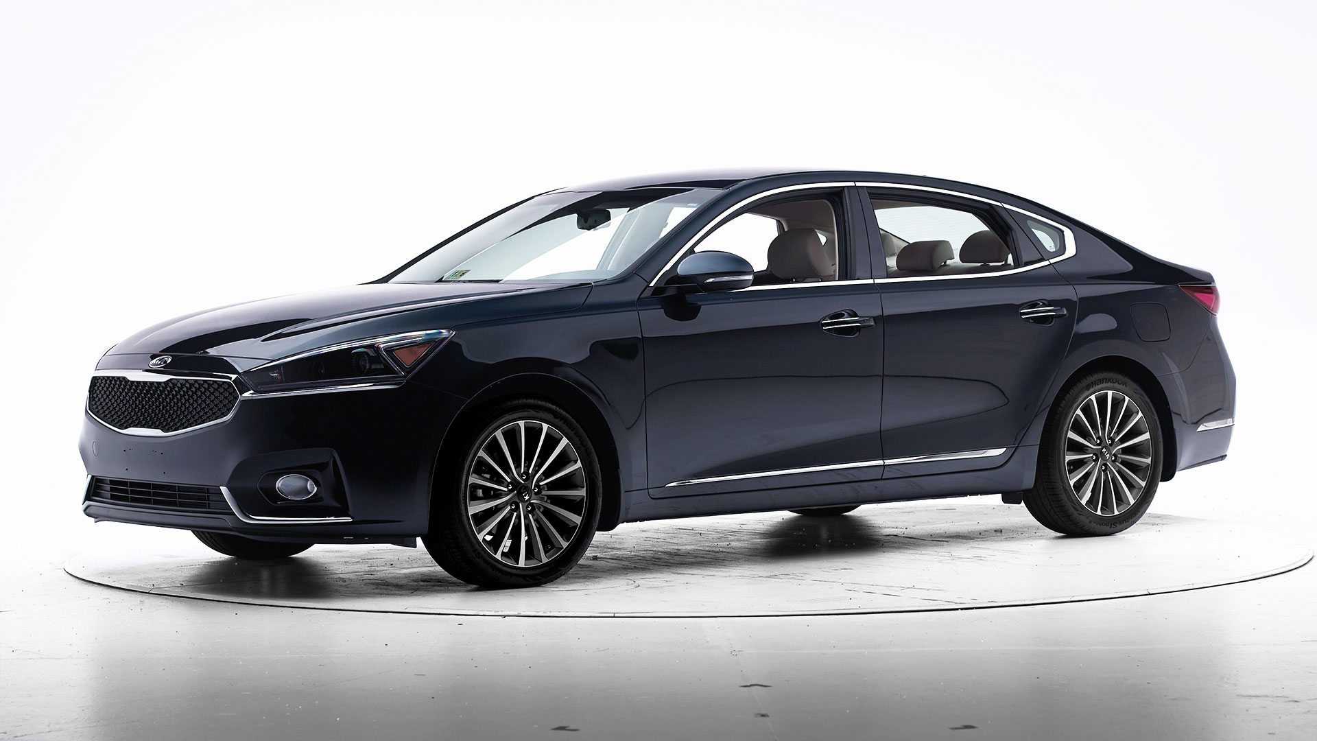 2017 Kia Cadenza 4-door sedan