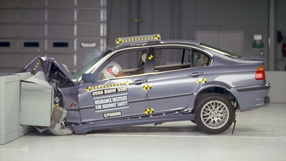 New midsize luxury cars do well in frontal crash tests