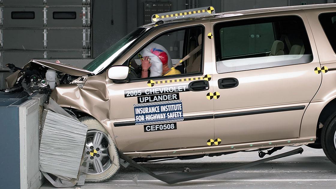 2 new minivans, 3 small pickups earn good frontal ratings