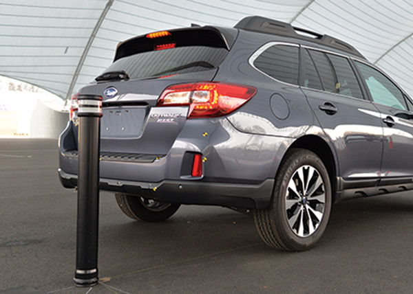 IIHS rear-into-pole