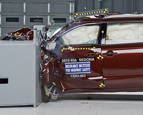 2015 Kia Sedona small overlap test