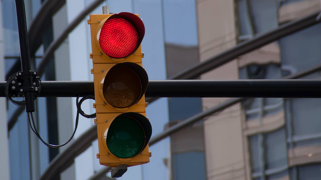 Red light cameras reduce injury crashes in Chicago