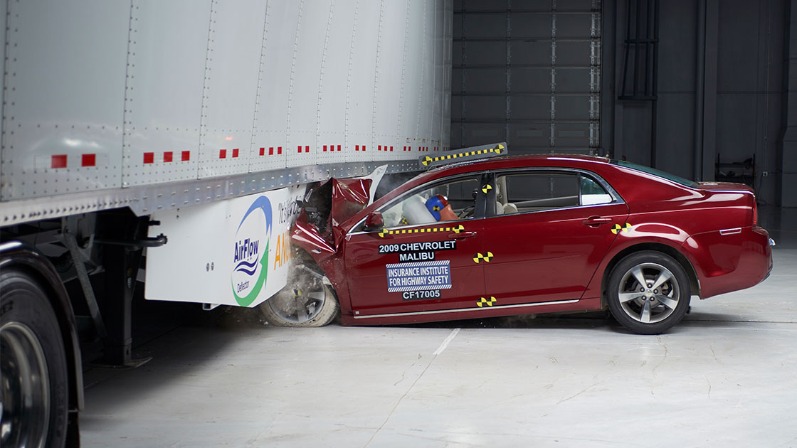Iihs Safety Ratings >> Side guard prevents truck underride in 40 mph crash
