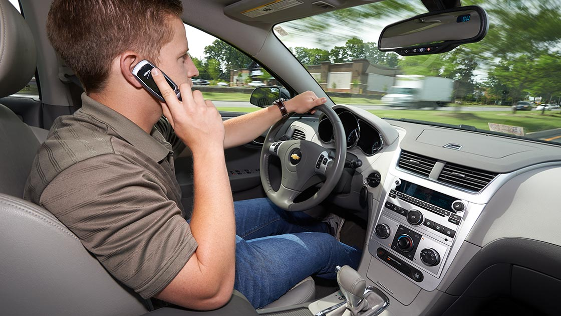 essay talking phone while driving Many people have become accustomed to the diversion of talking on the phone while driving, and we're all susceptible to the allure of a new message or call.