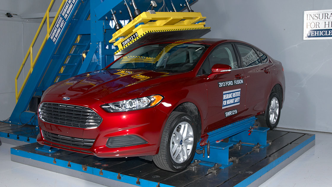 2013 ford fusion earns iihs top safety pick. Black Bedroom Furniture Sets. Home Design Ideas