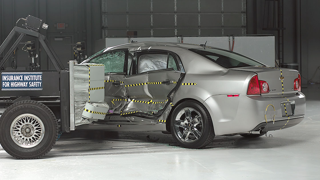 Midsize cars improve in side crash tests