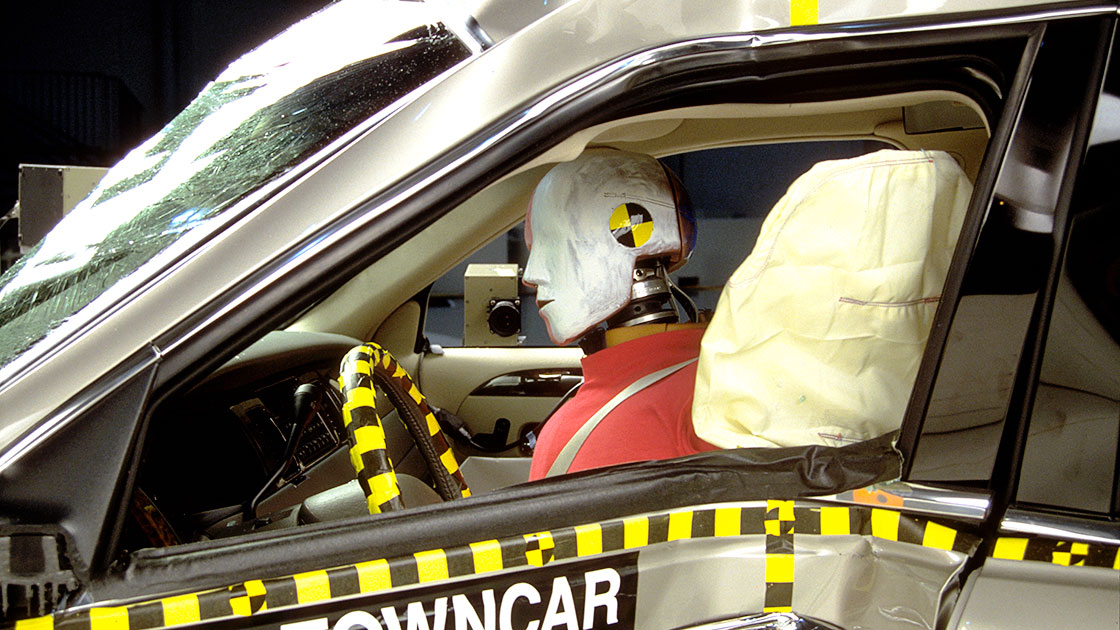 7 Passenger Vehicles >> Tests show how head-protecting side airbags could help